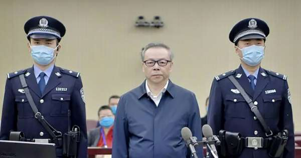 China executes ex-banker in bribes, bigamy case